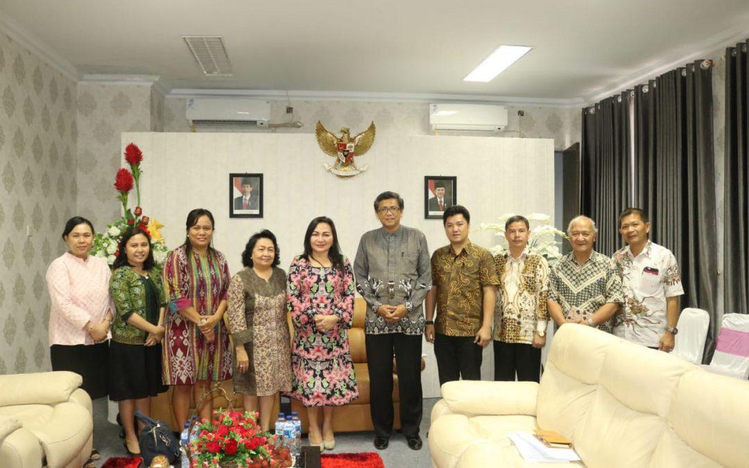 Ketua Umum GPI dan Sekjen SAG Sulutteng di IAKN Manado
