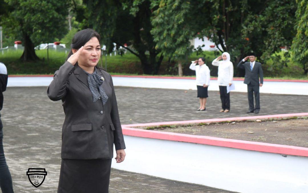 Rektor IAKN Manado Inspektur Upacara Tabur Bunga di Taman Makam Pahlawan